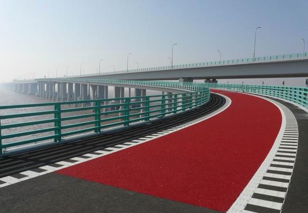 12.1 高架桥弯道减速路面.jpg