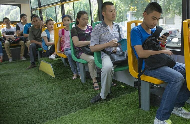 公交车人造草坪
